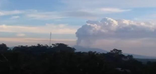 Gunung Karangetang dan Soputan Berstatus Waspada