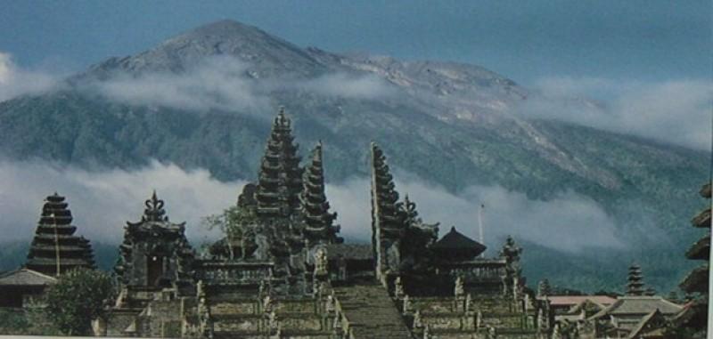 Gunung Agung di Bali Berstatus Level III