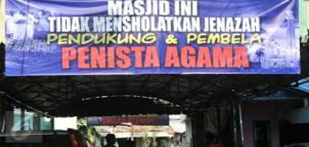 147 Spanduk Provokatif dan Larangan Menshalatkan Jenazah di DKI Dicopot