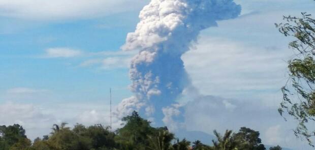 Gunung Soputan di Sulawesi Utara Meletus