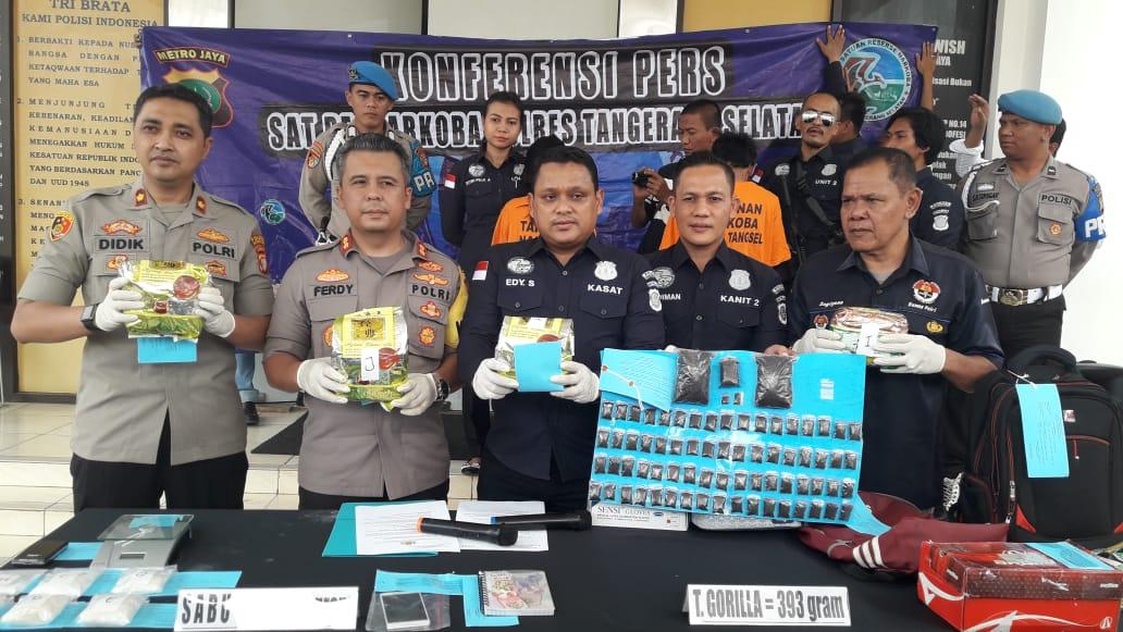 Jadi Pengedar Narkoba, Ibu RT dan Tukang Parkir Ditangkap Polisi