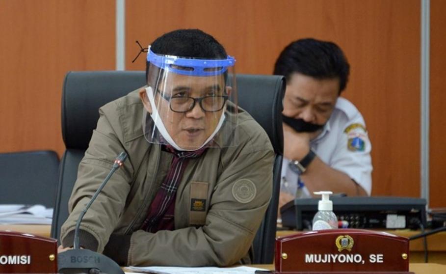 Pakai Pelindung Mika, Ketua Komisi A Kritisi Soal Reses