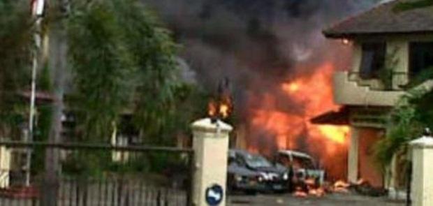Mapolres Dharmasraya Diserang dan Dibakar Sekelompok Orang