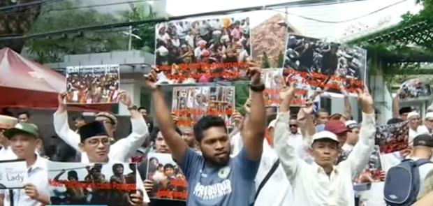 Dikepung Demontrasi Solidaritas Rohingya, Dubes Myanmar Bingung Pulang