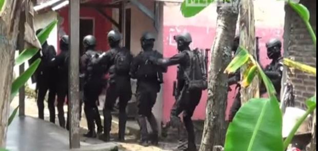 Densus Tangkap 9 Terduga Teroris
