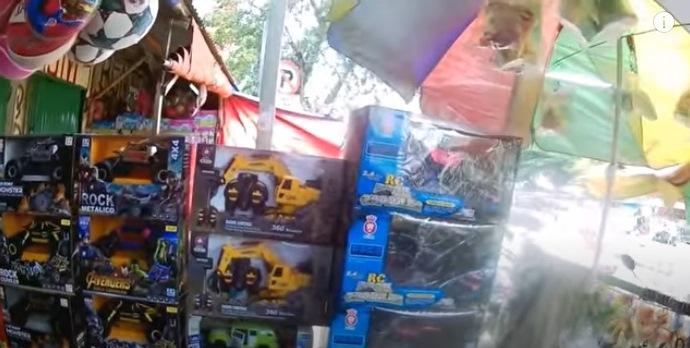 Sejumlah Toko Mainan di Pasar Gembrong Disegel Satpol PP