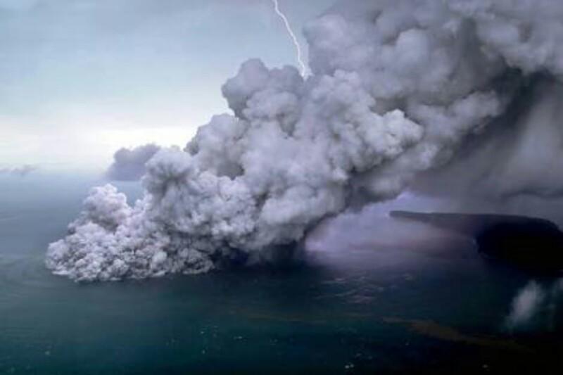 Anak Gunung Krakatau Muntahkan Awan Panas