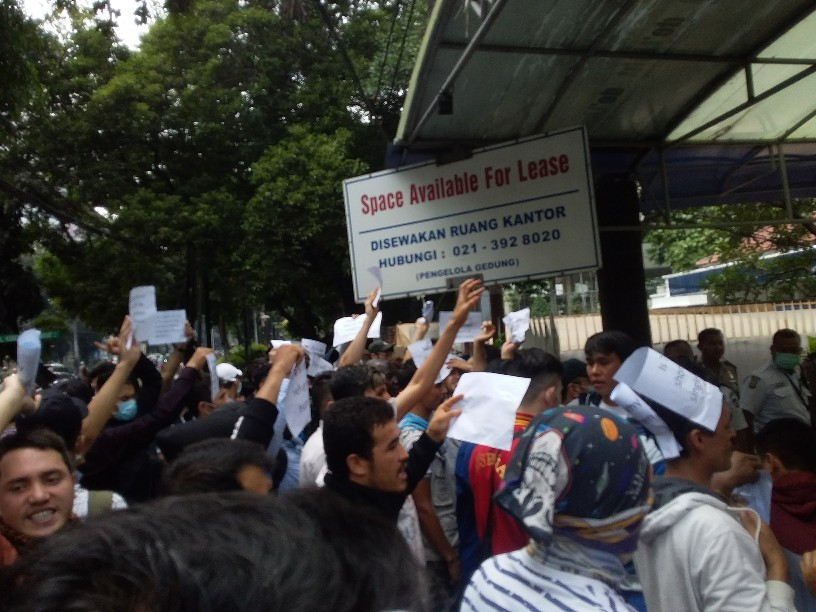 Proses Izin Tinggal Lamban, Puluhan Pencari Suaka Demo Gedung UNHCR