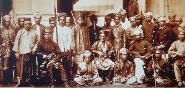 Sebut Suku Bugis Bajak Laut, Mahathir Mohamad Tolak Minta Maaf