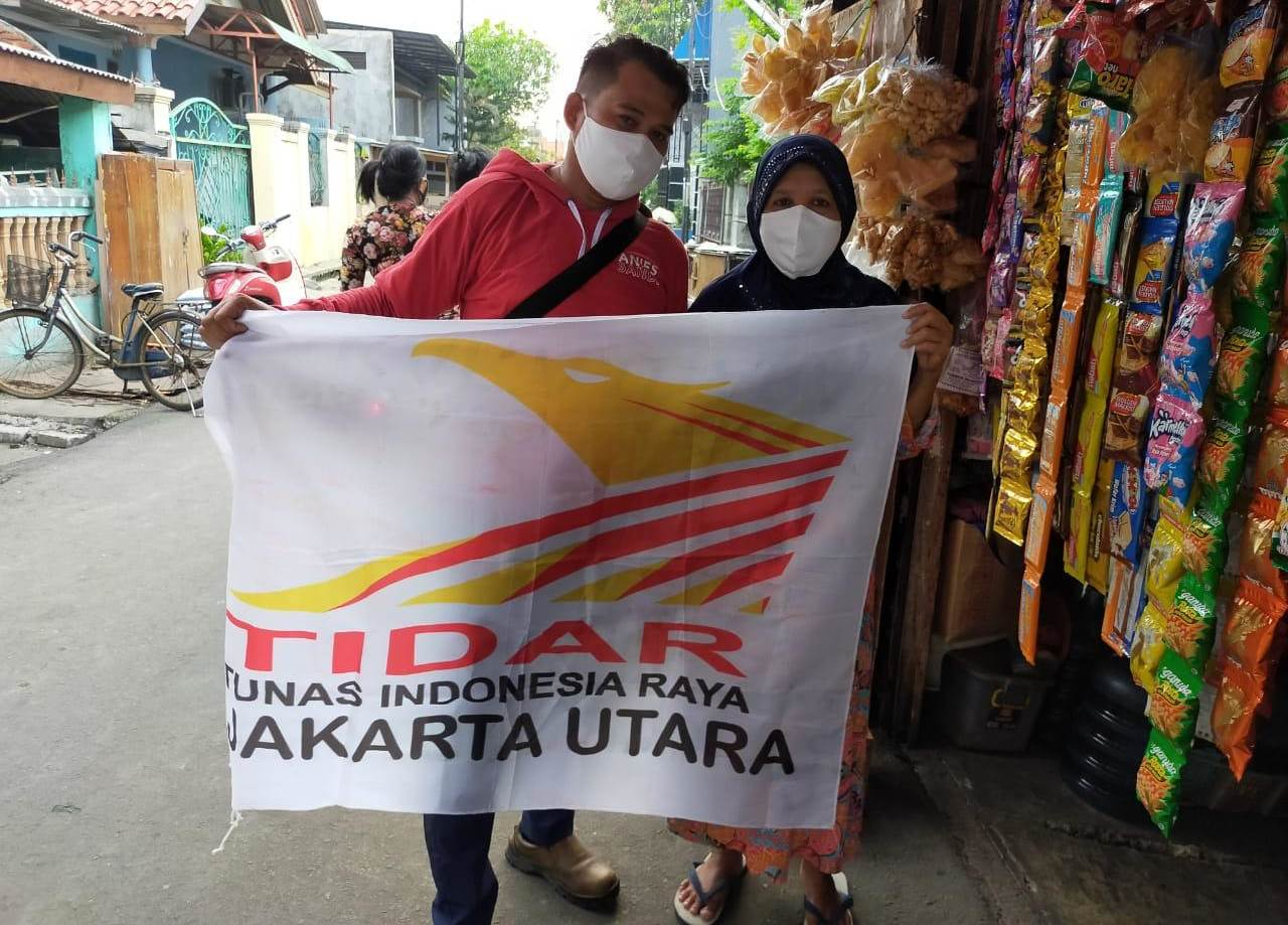 Support Gubernur DKI Jakarta PC TIDAR Jakarta Utara bagikan Masker Non Medis Kepada Warga dan Petugas Portal