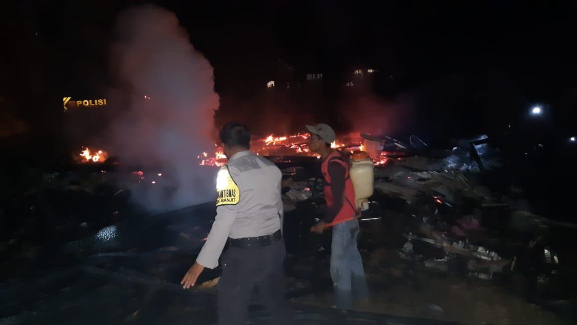 Olah TKP, Polsek Banjit Datangi Redi Saputra, Korban Rumah Kebakar