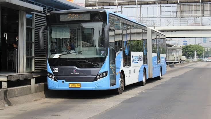 Atasi Penumpukan Penumpang, PT Trans Jakarta Atur Posisi Antrian Hingga Tahan Kedatangan Bus