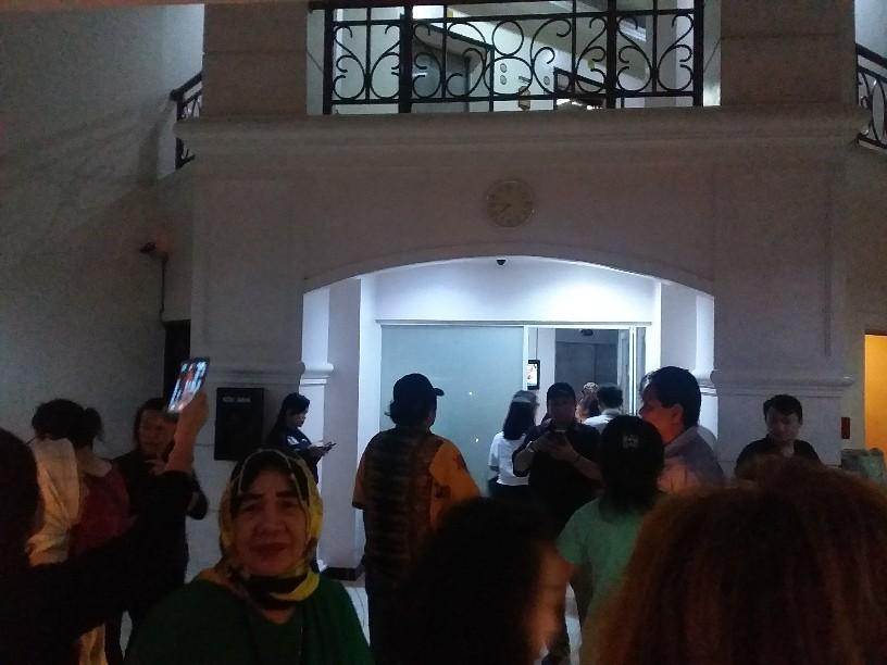 Gelar Aksi Bakar Lilin, Penghuni Apartemen Kemayoran Meradang Listrik Dimatikan