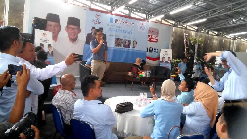 Rocky Gerung: Elektabilitas Jokowi Dikempesi Buzzer yang Nyerang Saya