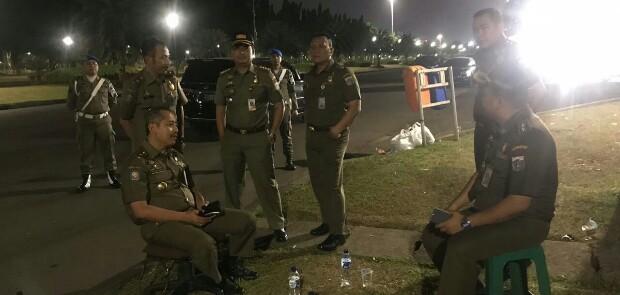 Satpol PP Sterilkan Monas dari PKL