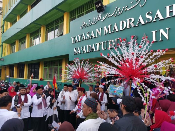 Sambut 1 Muharam, Madrasah Ibtidaiyah Sa'adatuddarain Meriahkan Dengan Pawai