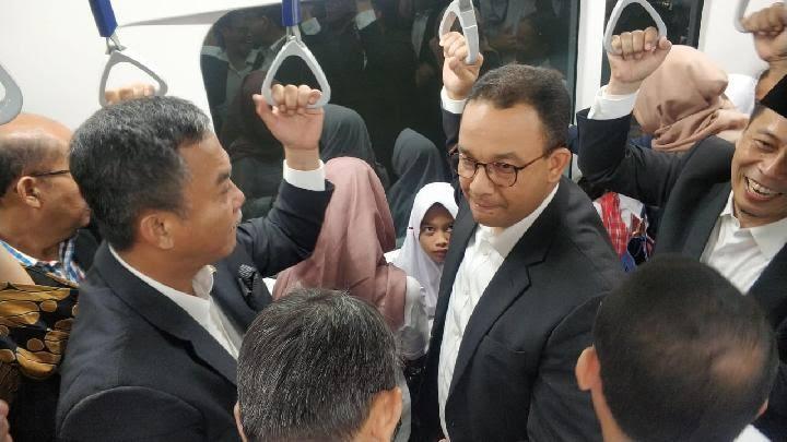 Warga Heboh, Anies dan Ketua DPRD DKI Kompak Ninjau MRT