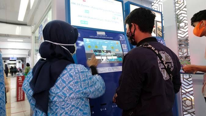 Transjakarta Tambah Ratusan Mesin Isi Ulang Otomatis