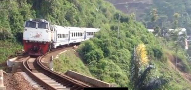 PT KAI Batalkan Kenaikan Tarif Kereta Api Ekonomi Bersubsidi