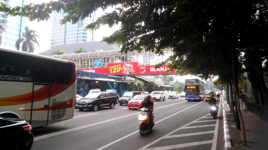 BPRD Minta Satpol PP Tertibkan Reklame Ilegal di JPO Thamrin - Sudirman