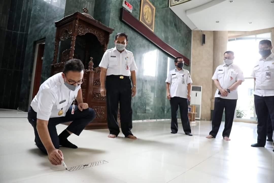Anies Pimpin Langsung Atur Pembatasan Berjamaah Di Mesjid