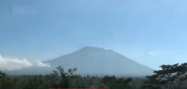 Pengungsi Gunung Agung Bali Terus Bertambah