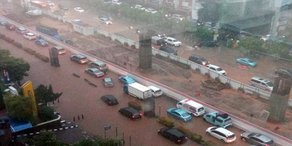 Jakarta Dikepung Banjir, Anies Langsung Terbitkan 4 Instruksi
