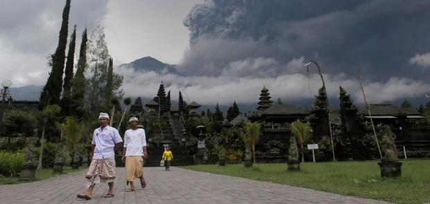 Hari Ini Gunung Agung 2 Kali Meletus