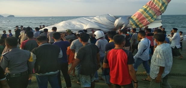 Pesawat Pribadi Gubernur Aceh Mendarat Darurat