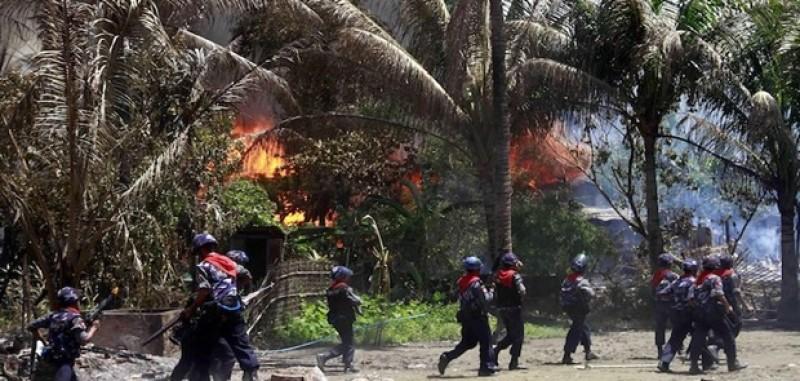 Pejuang Rohingya Bentrok Dengan Militer Myanmar Ribuan Orang Mengungsi