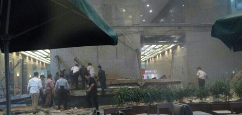 Balkon Bursa Efek Ambruk, 9 Orang Terluka