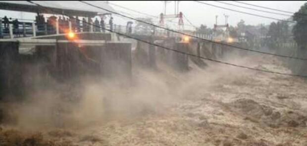 Air Kiriman dari Bogor Ancam Jakarta, Ini Instruksi Anies kepada Jajarannya