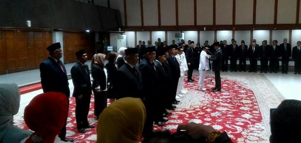 Lantik 16 Pejabat, Anies Ingatkan Harus Sevisi dengan Gubernur