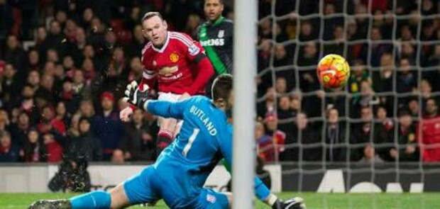 Tundukkn Stoke, United Pangkas Jarak dengan Manchester City