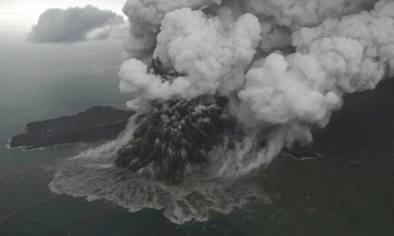 Biro Metereologi Australia Larang Pesawat Lintasi Selat Sunda