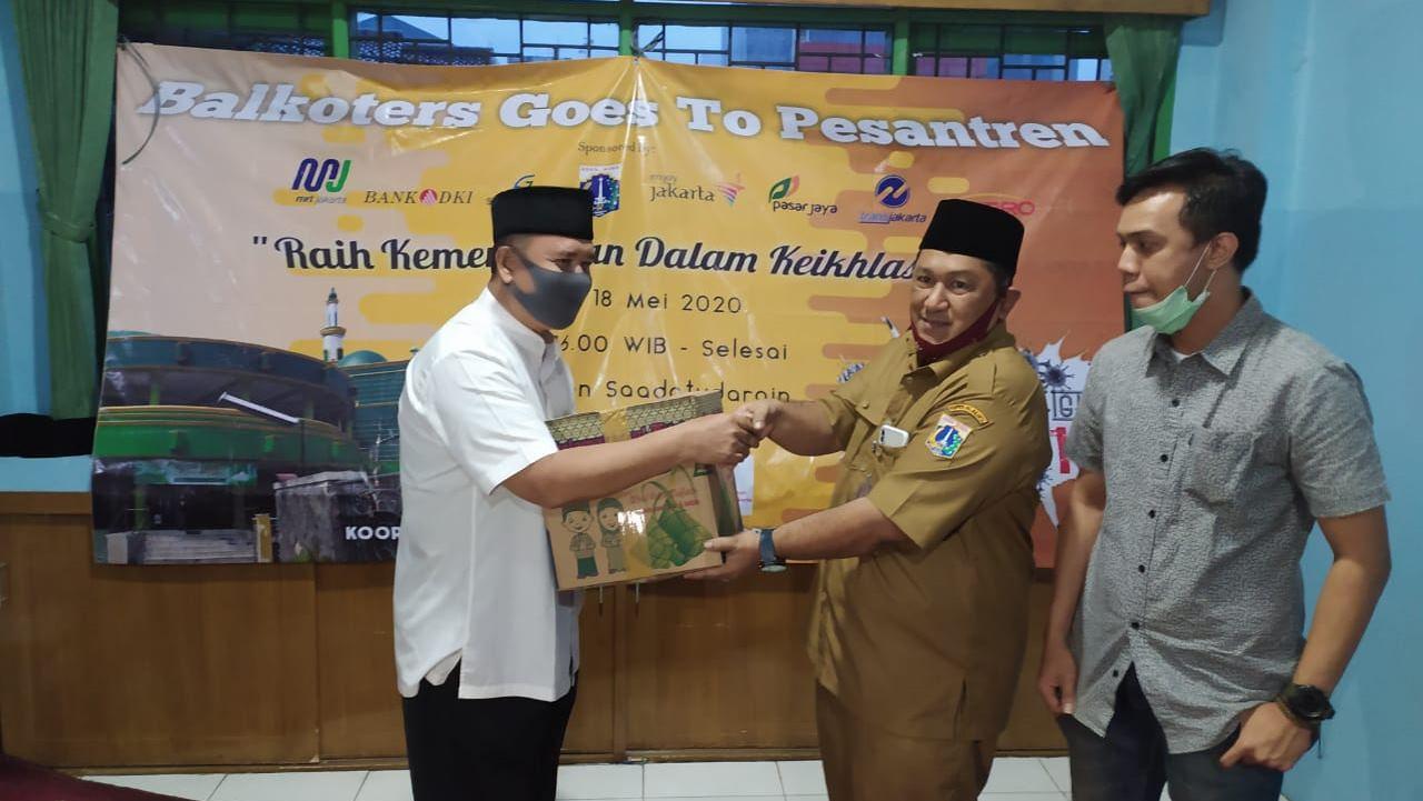 Wartawan Balaikota Jakarta dan Yayasan Sa'addatuddarain Bantu Guru Honorer
