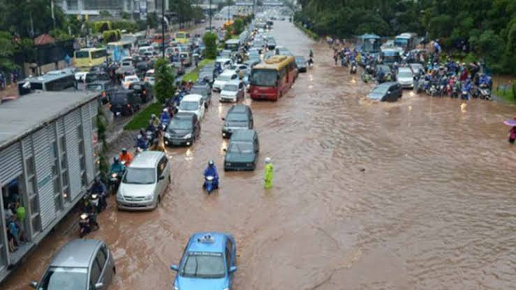 Cegah Banjir, Pemprov DKI Disarankan Siagakan Petugas Untuk Awasi Saluran Air