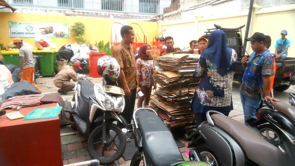 Galau, Puluhan Pemulung Protes Bank Sampah Peduli Gambir