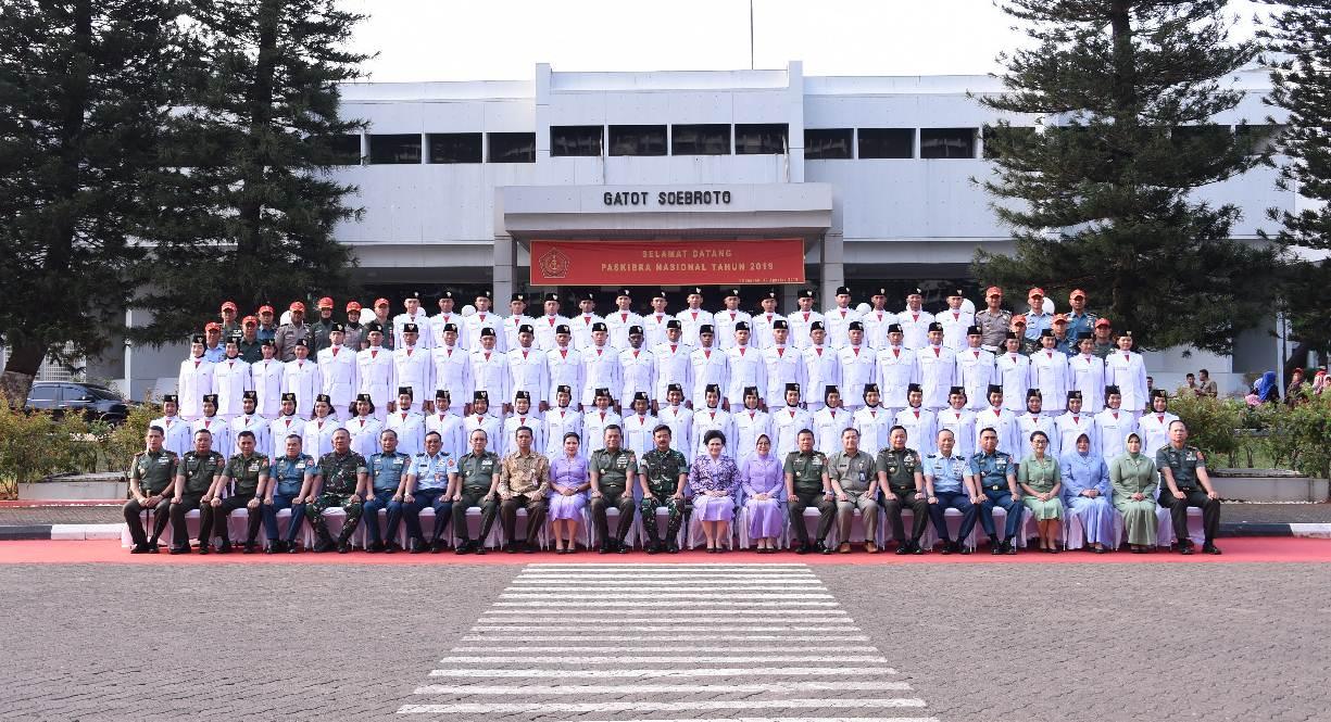 Panglima TNI Terima 68 Purna Paskibraka 2019