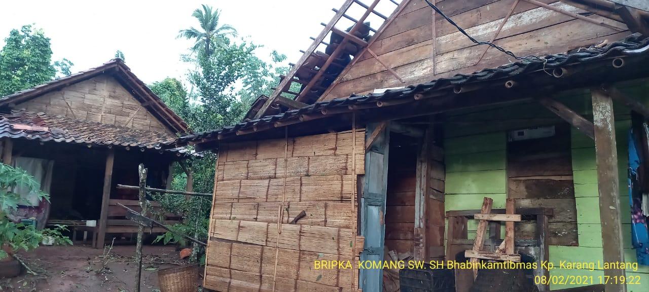Puting Beliung di Kecamatan Kasui Puluhan Rumah Warga Rusak