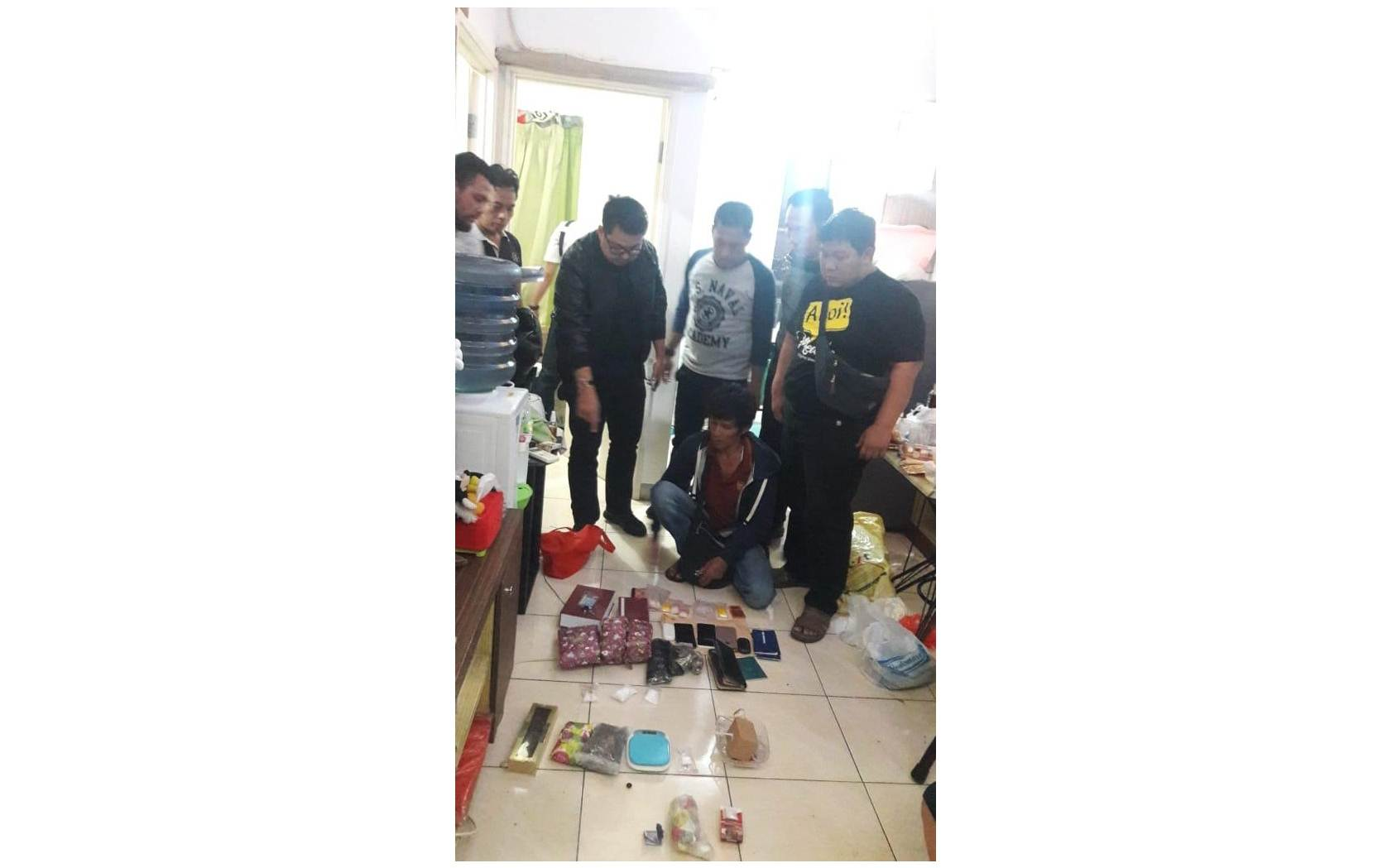 Mau kabur dari kejaran Polisi, Bandar Narkoba freestyle lompat dari apartemen seasoncity lantai 7