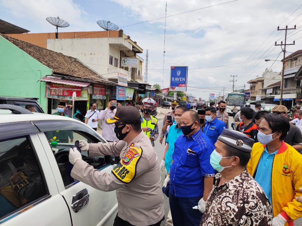 Polres Way Kanan Kampanyekan Jaga Jarak dan Memakai Masker