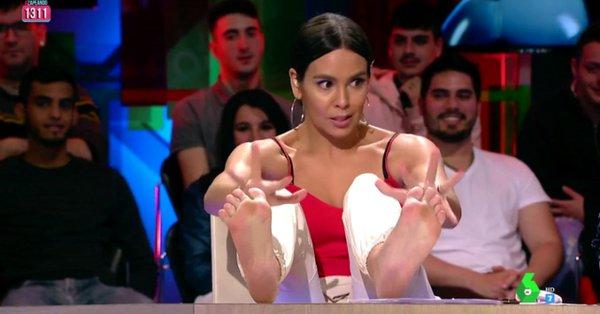 Presenter Cantik Balas Salam Lima Jari Dengan Sindirin Hutang Pajak Ronaldo