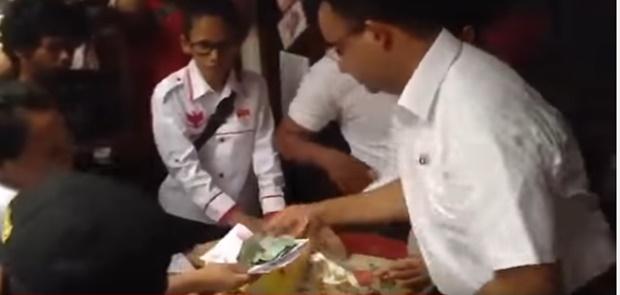 Jelang Pencoblosoan Ahoker Sebar Video Fitnah Anies-Sandi