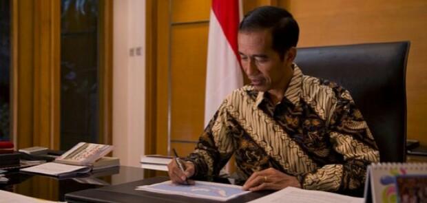 Jokowi Teken Perpres tentang Penggunaan Tenaga Kerja Asing.
