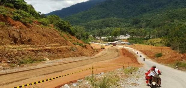 Pemerintahan Jokowi 2 Tahun Bangun Jalan 520,8 Di Perbatasan Kalimantan