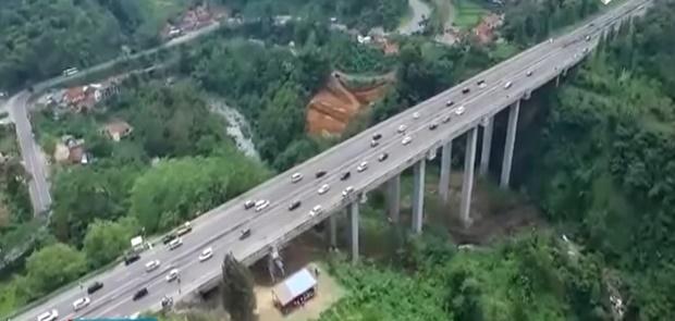 Luhut: China Tidak Dapat Mengatasi Pergeseran Tanah Kereta Cepat Jakarta-Bandung