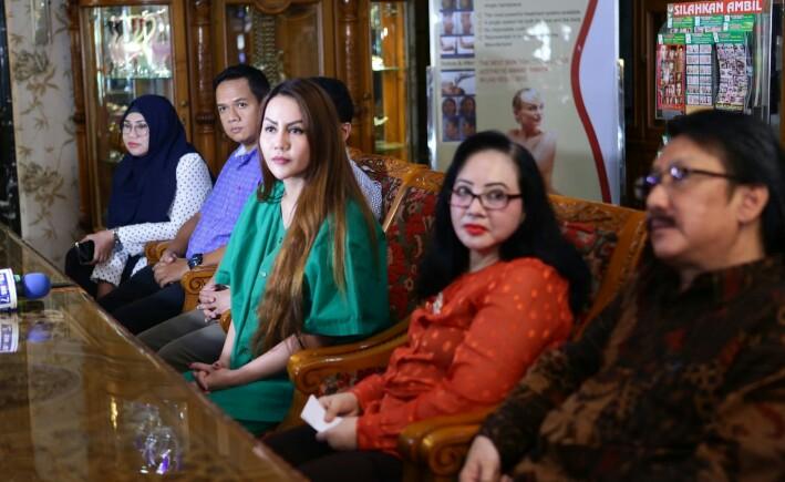 Ditangani Dokter Ahli, Nita Thalia Rutin Merawat Kecantikan di Queen Beauty Clinic