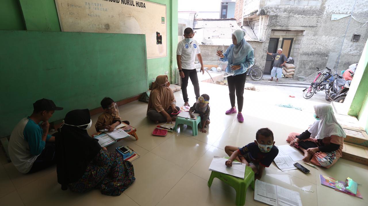 Fraksi PAN DPRD DKI Jakarta Pasang WiFi Gratis Untuk Pembelajaran Jarak Jauh