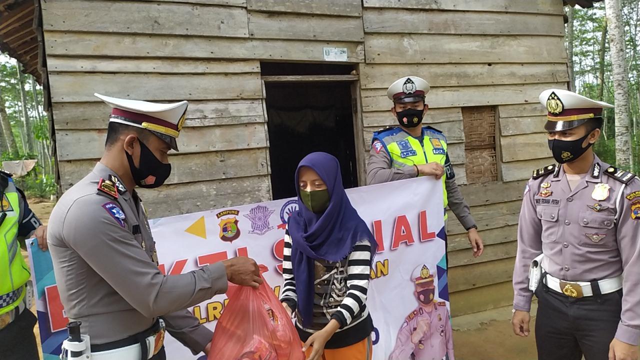 Operasi Zebra Krakatau 2020, Satlantas Polres Way Kanan Bagi Paket Sembako